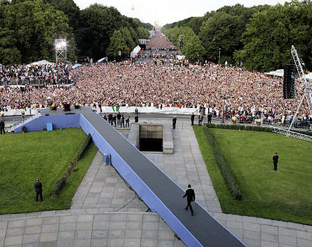 Obama and 200,000 Berliners